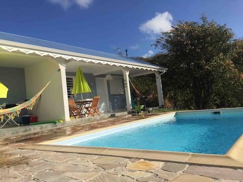 Studio avec piscine au bord de mer
