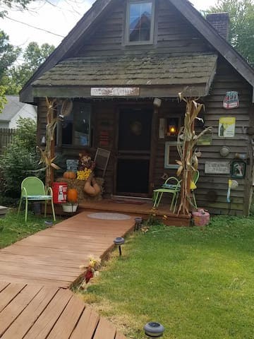 Come get away at the Cedar cottage