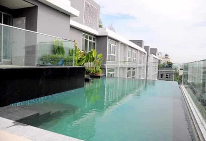 Bangkok-BTS FiberInternet Gym Pool