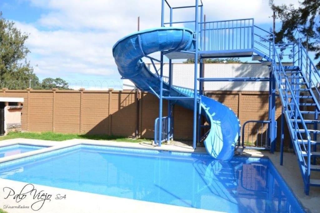 piscinas para los residentes en condominio