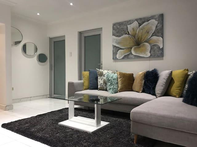 Luxurious 2 Bedroom Flat in Windhoek