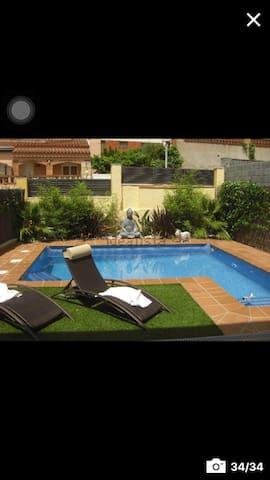 habitación doble con baño en casa tarragona a 7 km - Els Pallaresos - Haus