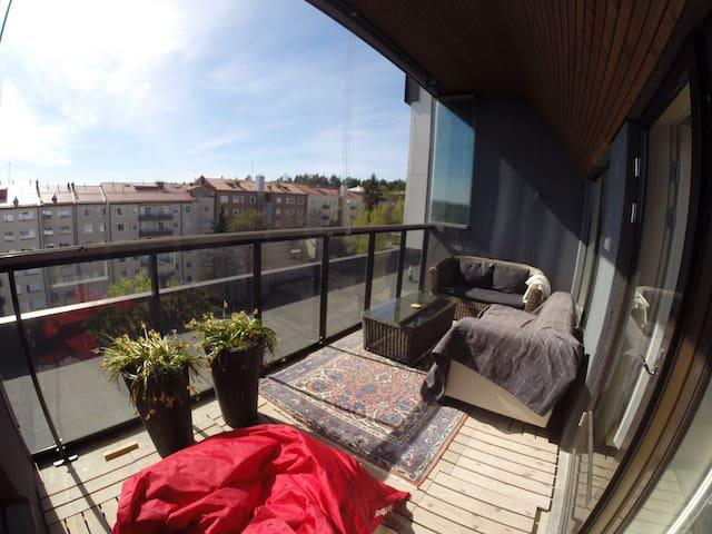 Three-room penthouse apartment close to center - Jyväskylä - Apartamento