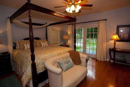 Palmer House Bed and Breakfast - Suite Romance - Lithia