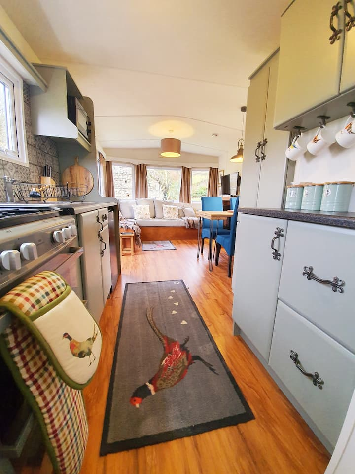 Dogs welcome Cosy 2 bedroom lodge at Bolton Abbey