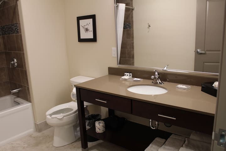 1 BR Suite - Independence Stay of Marinette Rm 213