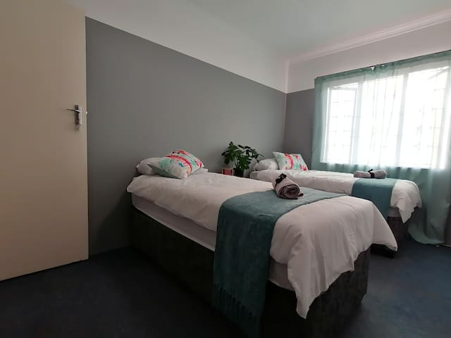 Affordable self-catering, N2 access, beach 20min 1