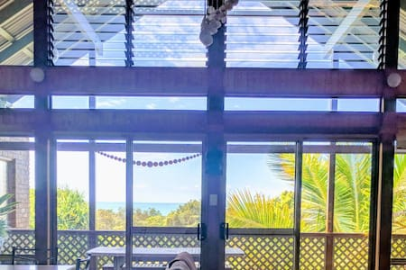 ANGOURIE BEACH HOUSE 100m Beach,Cafes &Blue Pools