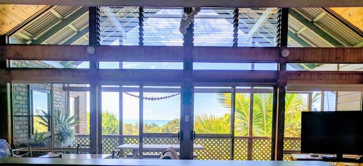 ANGOURIE BEACH HOUSE ocean views,100m Beach,Cafes,