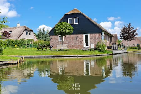 Water-Meadow cottage in central Holland 2-4P