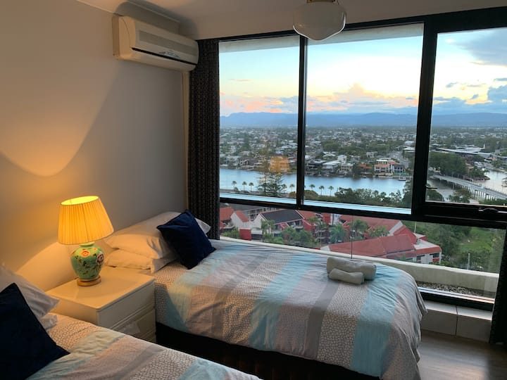 Two single beds or a king bed room with river view