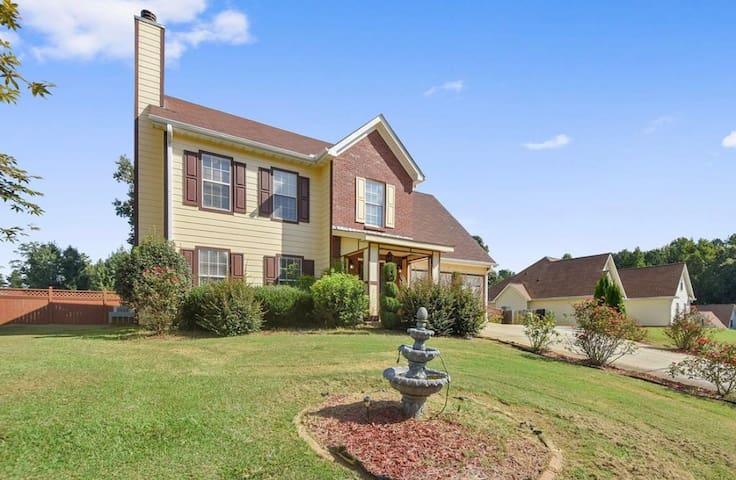 Huge, Beautiful House in Rex, Ga