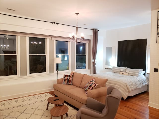 VIP Loft on Main St. - Center of downtown Durham!