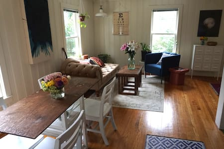 Bright Garage Apt in the Heights! - Houston