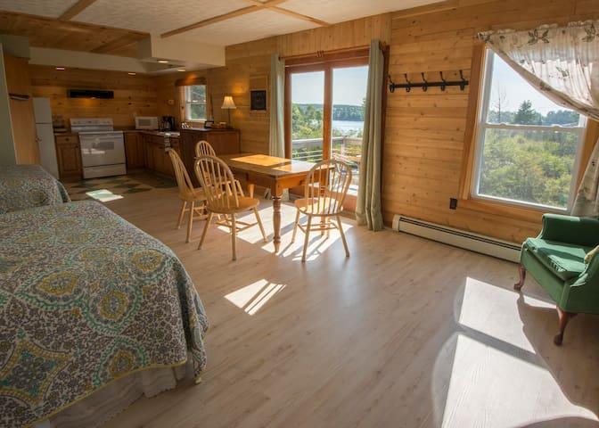 Room 4 - Harbor Watch Inn