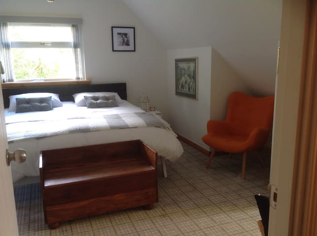 Oystercatcher. Delux Double suite, with balcony.