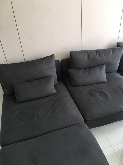 客厅——全宜家最最最舒服的沙发,高效放松,快速充电(房东亲测)