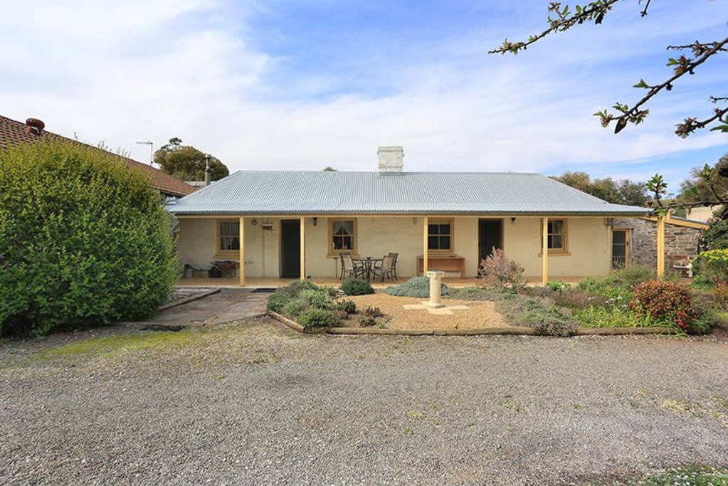 The 2 cottages built in 1851 by the South Australia Company to get miners out of the mud dug-outs.