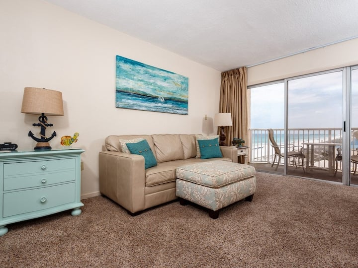 7th Floor Spacious, Beachfront Condo w/ Views, Close To Entertainment