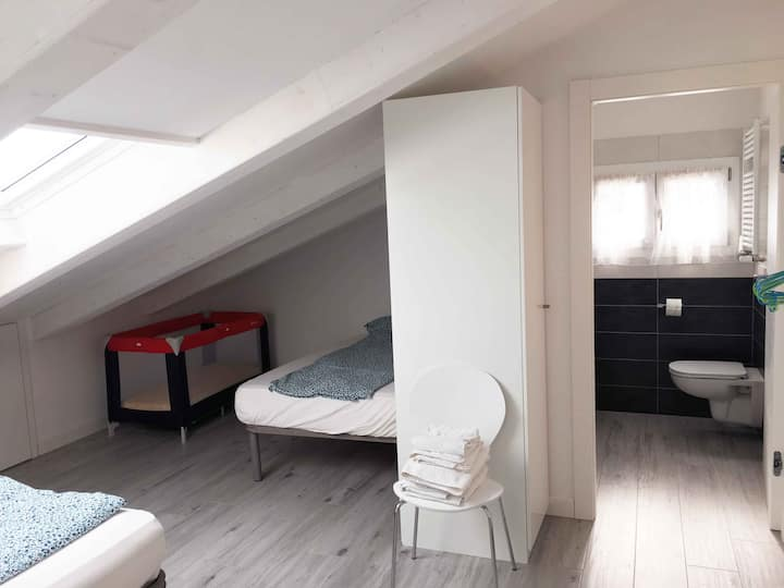 PeschieraView ensuite private Twin Room n.04