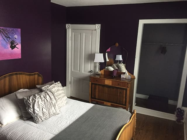 McIvor House on the Bruce - Purple Valley Bedroom - Wiarton - Hus