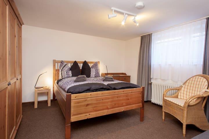 Doppelzimmer Souterrain mit franz Bett
