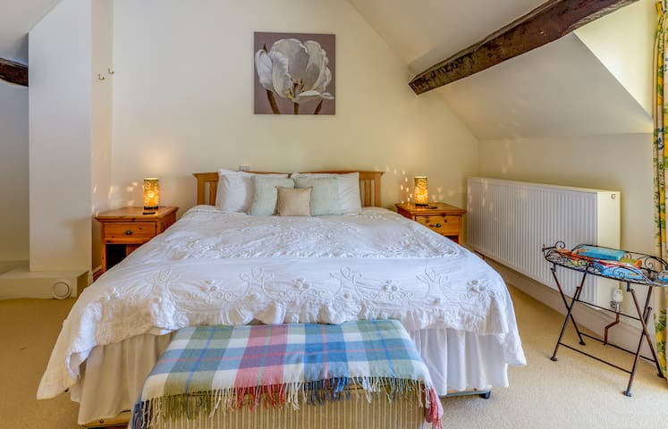 Sleeps 4 Lovely BB in Laverton Nr Bath & Frome