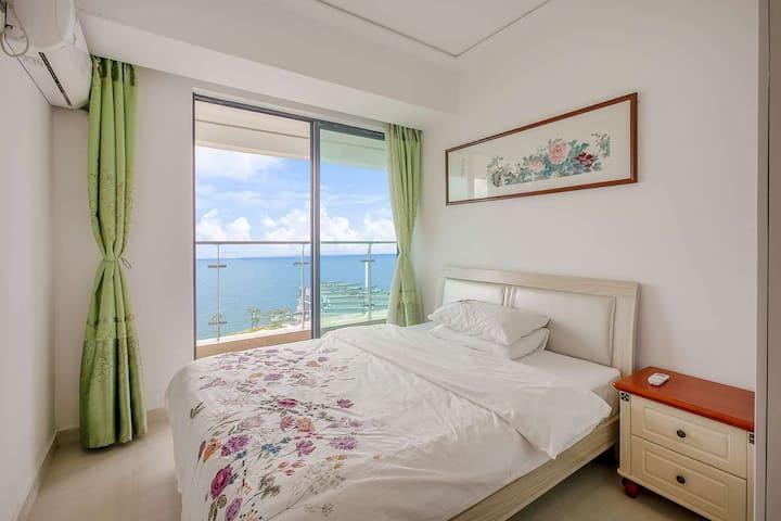 黄金海岸海悦长滩方正三房大户型一线海景房,间间看海,独家前后宽爽大阳台。清新3-1102