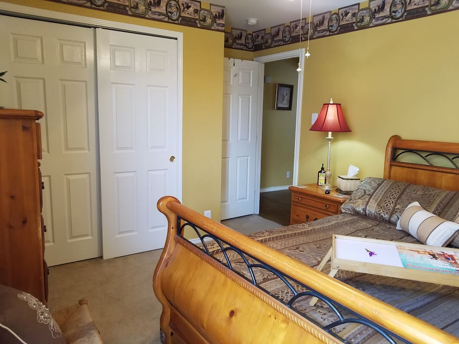 Guest Bedroom with Queen Size Bed, Closet, Drawers, Ceiling Fan, Internet Roku TV with Netflix and Pandora.