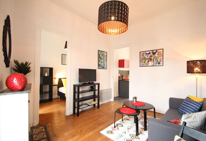 Cozy private room in the heart of Bordeaux.