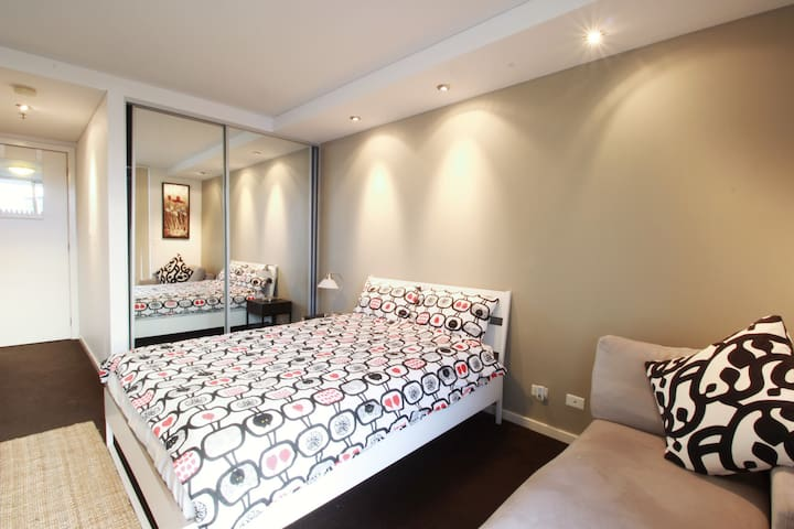 Best Price Central Station Spacious Master Bedroom - Ultimo - Apartment