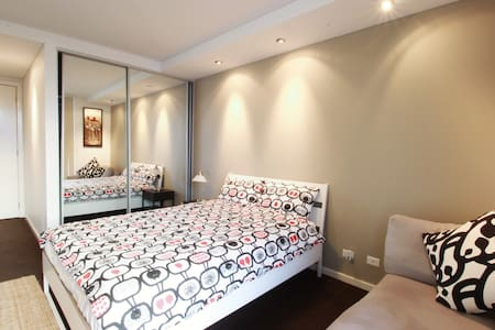 Best Price Central Station Spacious Master Bedroom - Ultimo