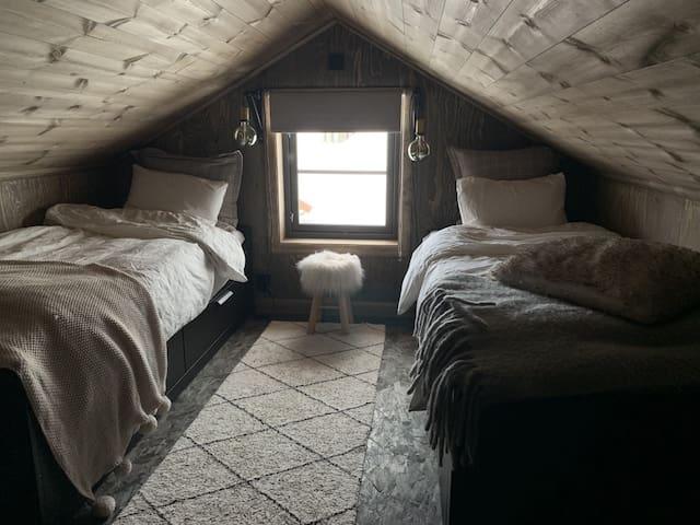 Norwegian mountain cabin dream, 2h-Trolltunga