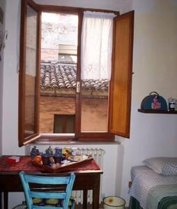 Camera con ingresso e bagno privato - Macerata