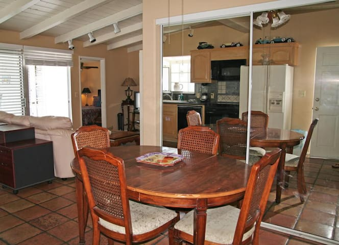 Home with Deck, Golf Cart, 1 Block to the Beach, Pet Friendly, WIFI - 211 Claressa - Up