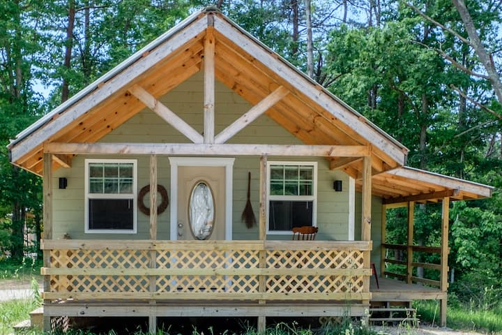 Larkspur Cottage at Red River Gorge w/Hot Tub!