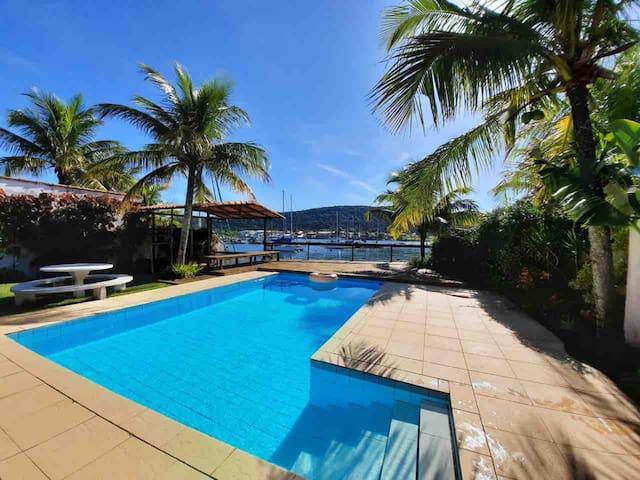 Casa alto padrão Cabo Frio, piscina e deck privado