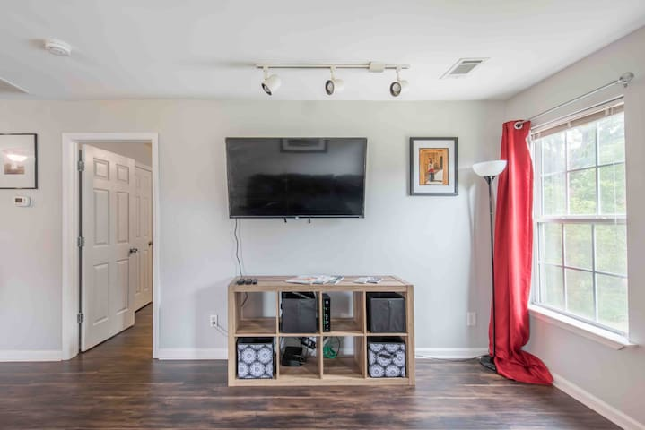 Cozy Home 10 minutes from Stadium and Six Flags