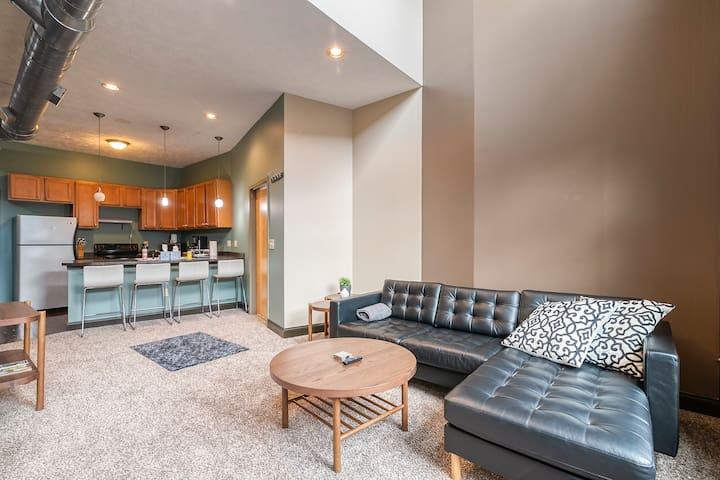 2- Bedroom Loft Right By Capitol & Conv. Center!