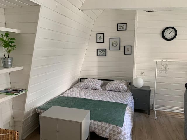 Sunny studio for 2-4 people in Rouen citycenter