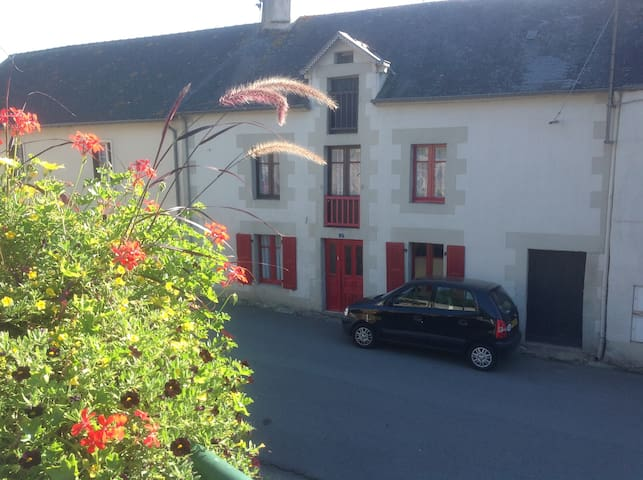 Authentic Peaceful French Village House - La Trinité-Porhoët - Huis