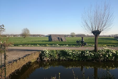 Private guesthouse, sleeps 4. Ideal for bikers. - Houten - Бунгало