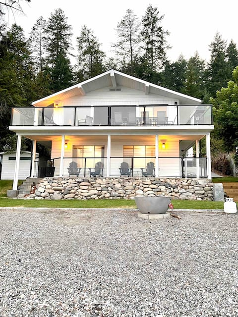 The Breeze Lakefront w/ Private Beach Sleeps 10