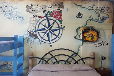 Pirate Haus - Captain's Quarters - St. Augustine - Bed & Breakfast