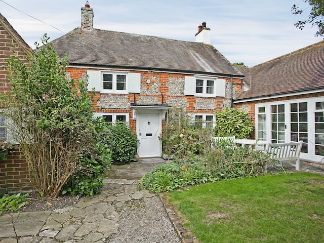 Apple Tree Cottage (PGW)