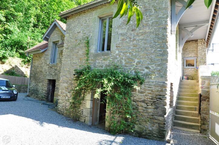 Chambre rez de jardin avec entrée et SDB privées