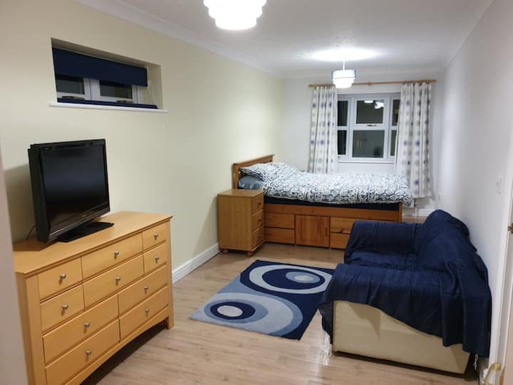 Large double en-suite to let
