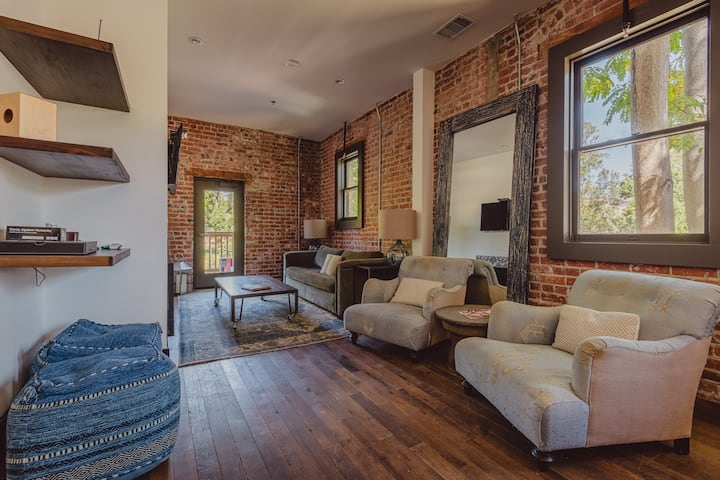 3 Bedroom Voyager Loft with Rooftop Patio @SLO Brew Lofts