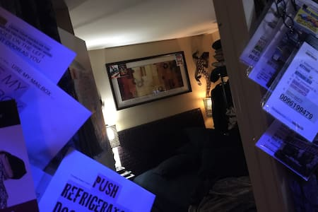 CUSTOM DEAN FADLER HOTEL BEDROOM, QUEEN BED COUPLE - National City