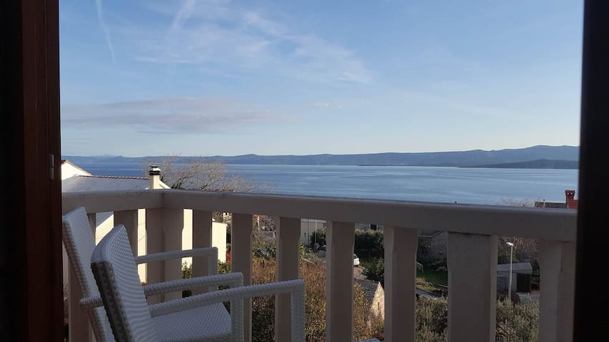 One bedroom Apartment, 200m from city center, seaside in Bol - island Brac, Terrace